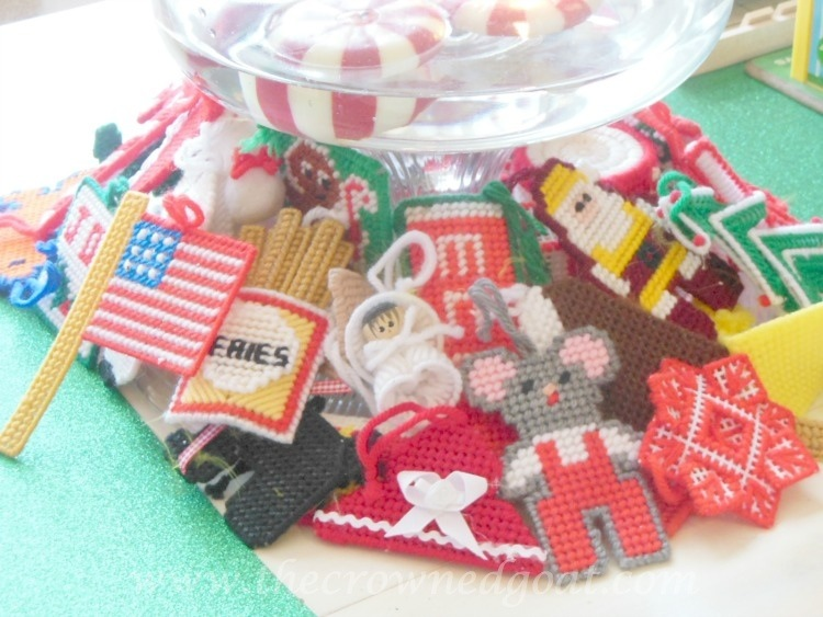 121714-6 Vintage Christmas Yarn Ornaments