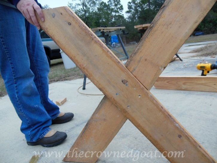 010615-3 Building a Farmhouse Style Table Painted Furniture
