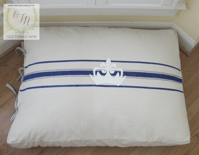 Old-Things-New-Dog-Bed Something to Talk About Link Party 27 LinkParty