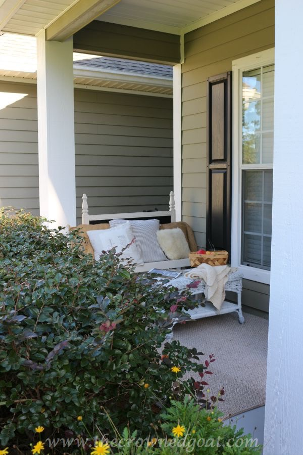 2015-Fall-Porch-Tour-092415-11 Fall Inspired Front Porch Tour Decorating Fall Holidays