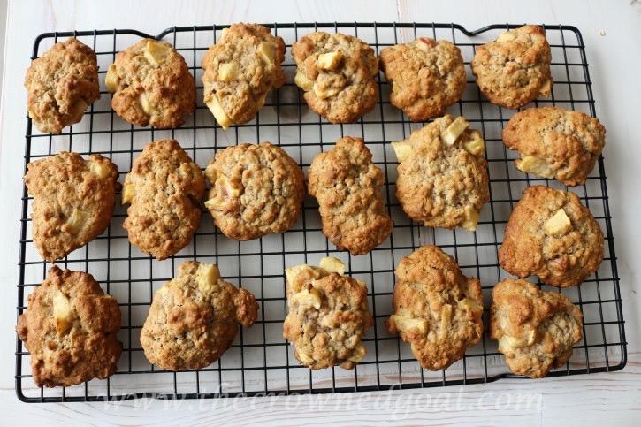 100915-7 Apple Oatmeal and Walnut Cookies Baking