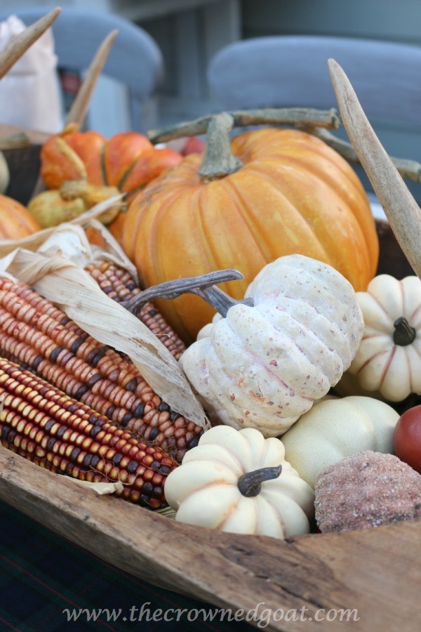 102215-3 Outdoor Entertaining: Fall Inspired Back Patio Decorating Fall Holidays