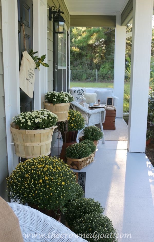 2015-Fall-Porch-Tour-100815-4 Autumn Apples Inspired Home Tour Decorating