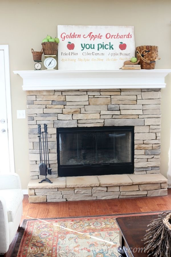 Apple-Inspired-Mantel-100815-24 Autumn Apples Inspired Home Tour Decorating
