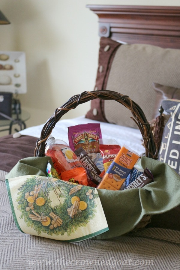 111115-10 10 Tips to Make Overnight Guests Feel Welcome Decorating