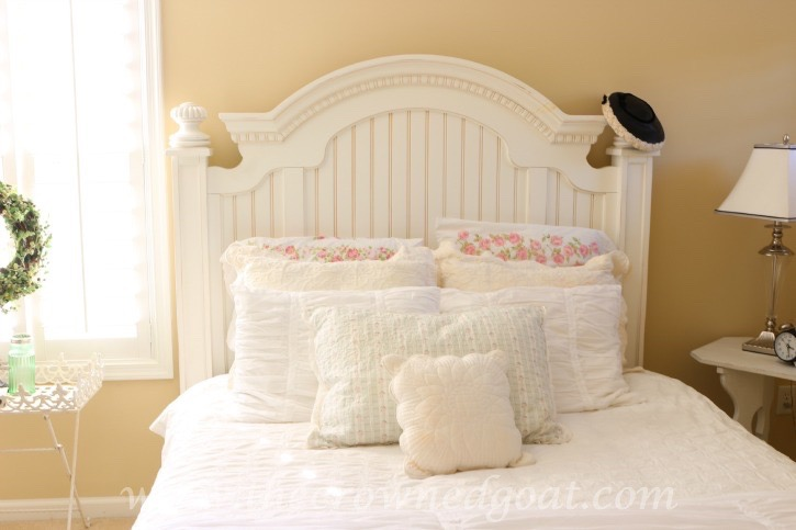 How to Make a Cozy Guest Bed - The Crowned Goat