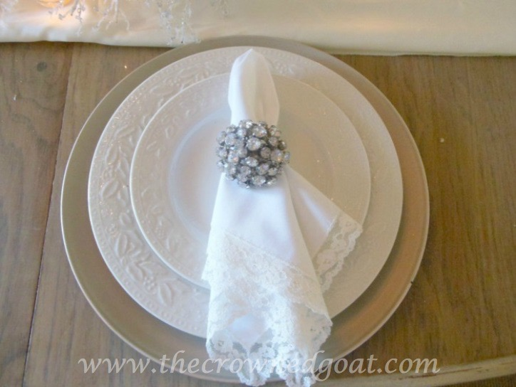 121515-3 Last Minute Holiday Tablescape Ideas Christmas Decorating Holidays