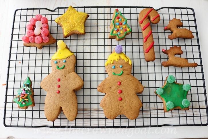 122415-10 Gingerbread Cookies Baking Christmas Holidays