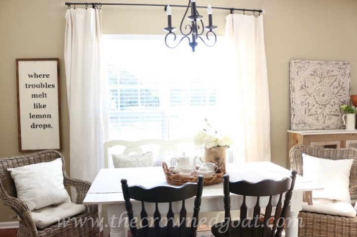 Decorating the Breakfast Area with Neutrals