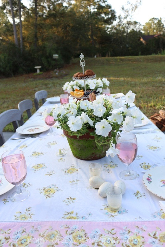 031716-1 Vintage Inspired Spring Tablescape Decorating DIY Spring