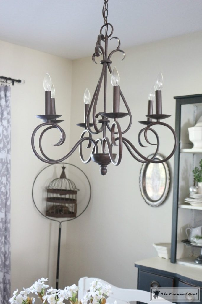 simple-holiday-chandelier-with-greenery-3