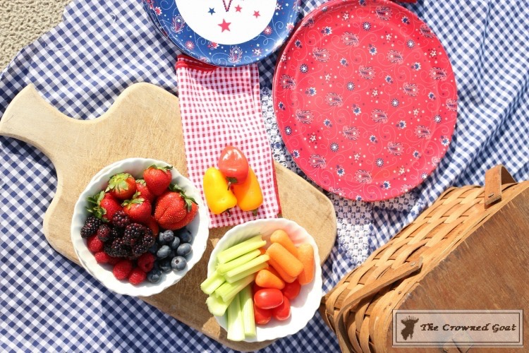 How-to-Create-a-Summer-Beach-Picnic-14 Summer Picnic Essentials Decorating DIY Holidays