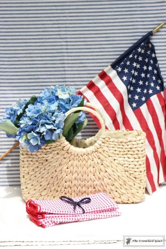 Last-Minute-Patriotic-Centerpiece-Ideas-10-683x1024 11 Last Minute Patriotic Centerpiece Ideas Decorating DIY Holidays