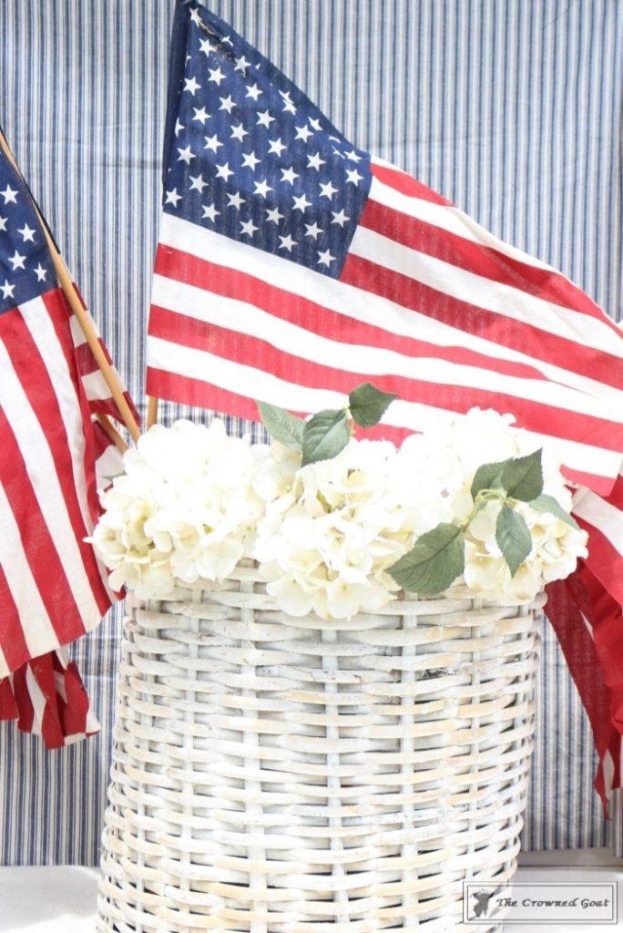 Last-Minute-Patriotic-Centerpiece-Ideas-9-684x1024 11 Last Minute Patriotic Centerpiece Ideas Decorating DIY Holidays