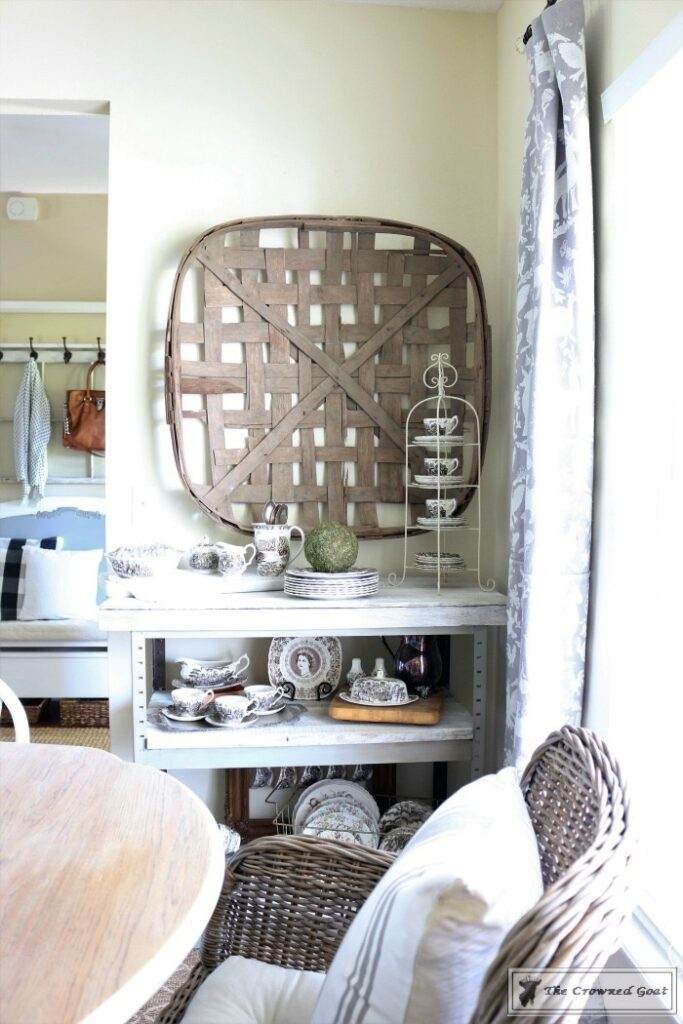 A-Simple-Way-to-Repurpose-Old-Fencing-The-Crowned-Goat-16-683x1024 Repurpose Old Fencing with This Easy Hack Decorating DIY Painted Furniture